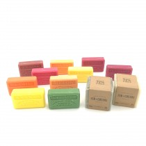 "Lot de 10 savons ""Fruités"" et cubes traditionnels"